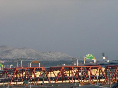 雪山と京阪電車