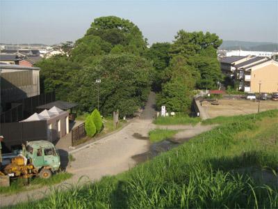 石田神社に向って