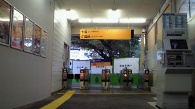 八幡市駅の改札口