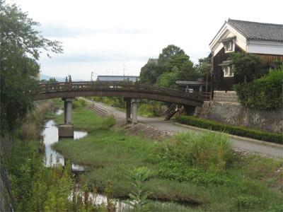 放生川と安居橋